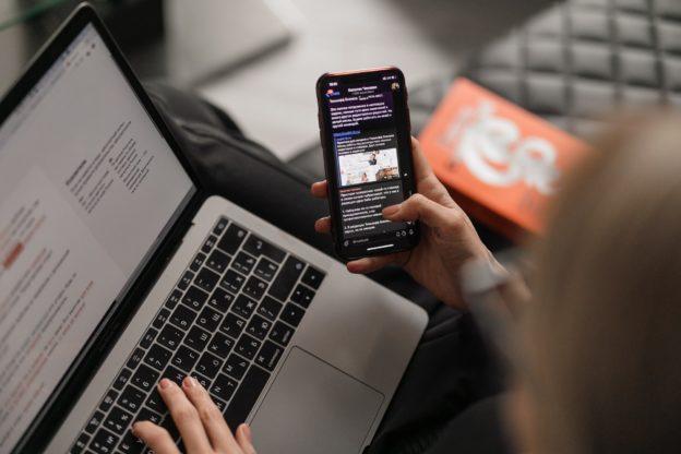 Smartphone et ordinateur portable
